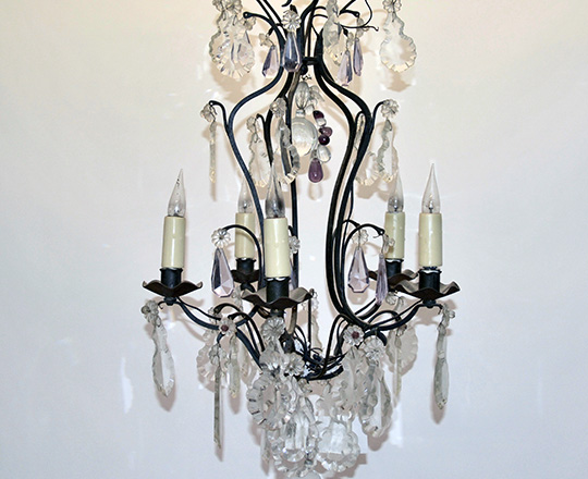 Lot 151: Five light bicolor crystal 'cage' chandelier. H 67cm.