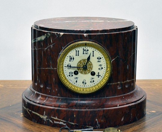 Lot 160: 19th c red oval marble mantle clock. H22 x W31cm.