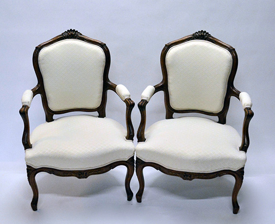 Lot 172: Pr Louis VX light cream color fabric finely carved armchairs.