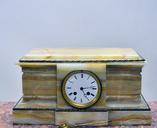 Lot 175: Large 19th c onyx mantel clock. H19xW39.5xD20cm.