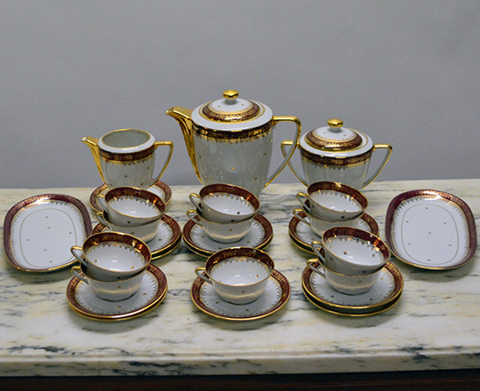 Lot 202_1: Limoges tea / coffee and dinner service