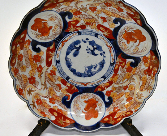 Lot 574: Large early cent Imari plate. Dia.30cm.