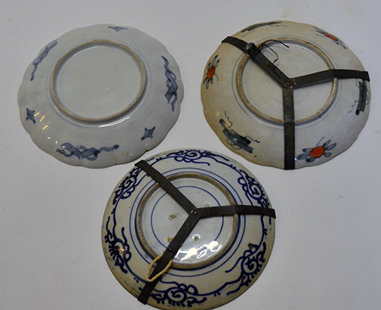 Lot 576_1: Three 19th 18th? Chinese plates, larger 21,5cm.
