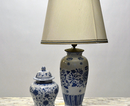 Lot 586: Chinese porcelain vase / lamp,H35cm and a lidded pot, H27cm.