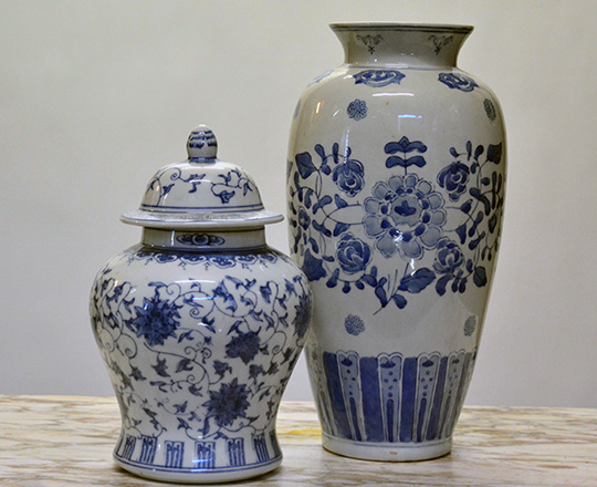 Lot 586_1: Chinese porcelain vase / lamp,H35cm and a lidded pot, H27cm.