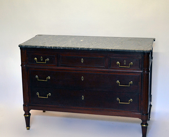 Lot 590: Louis XVI style three drawer, marble top mahogany commode. H83xW119xD53.5cm.